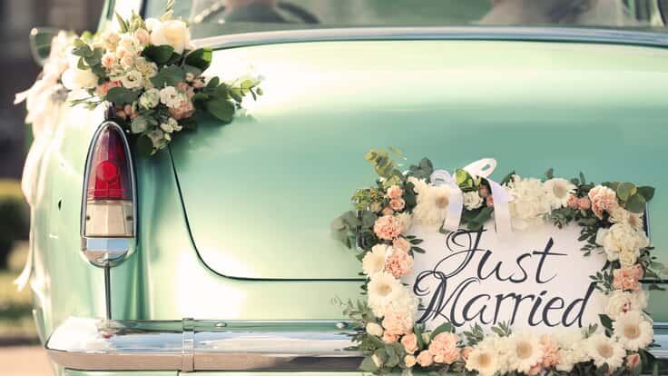 Oldtimer mit Just-Married-Kennzeichen